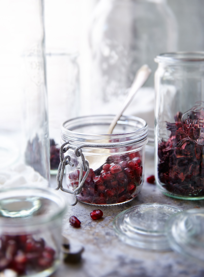 Pomegranite-seeds-in-mason-jar.flat.tighter