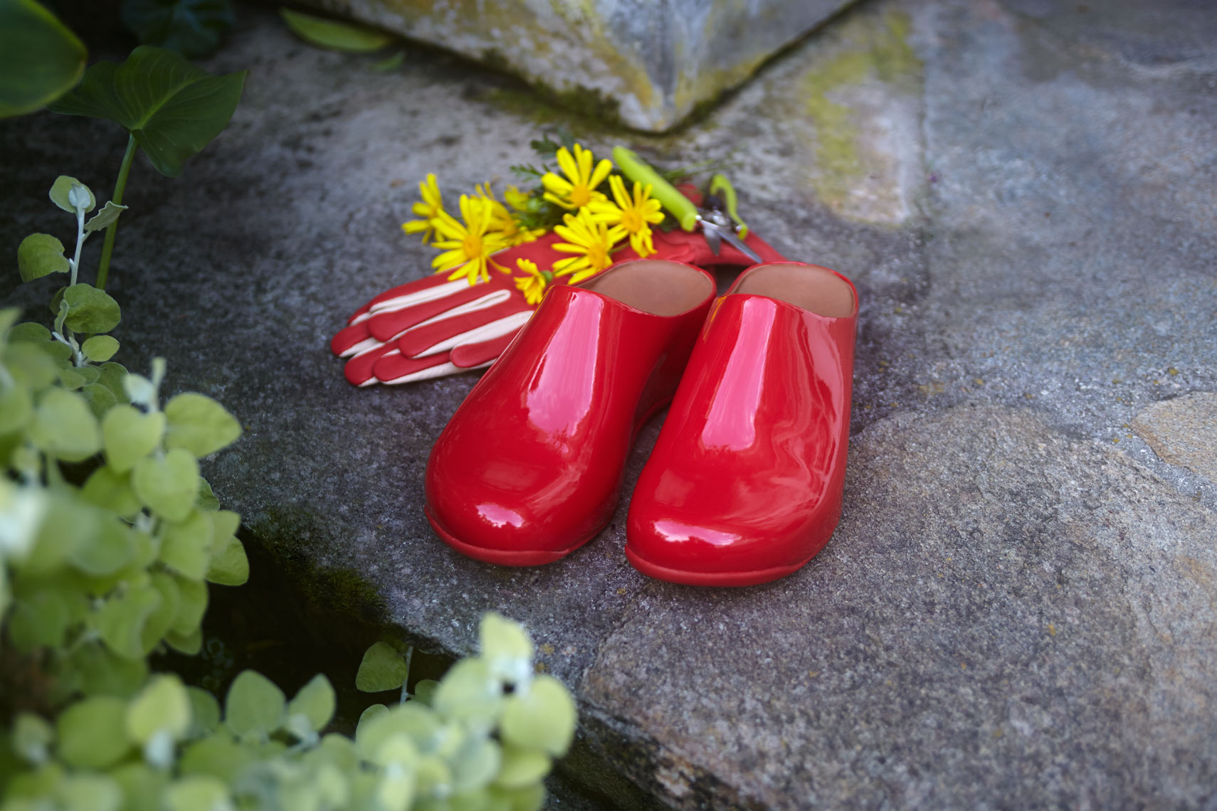 red-gardening-shoes